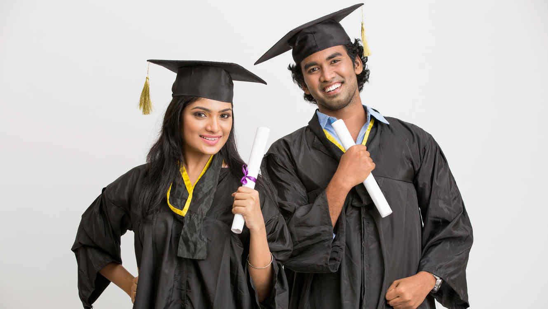 estudiantes-latinos-graduados